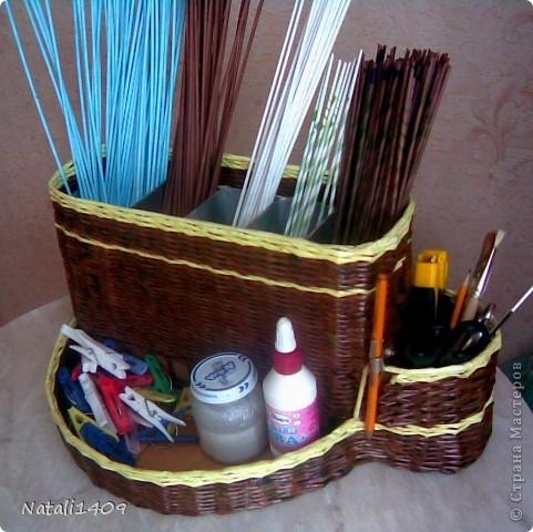 Поделка изделие Плетение Органайзер для плетения Бумага журнальная Трубочки бумажные фото 1