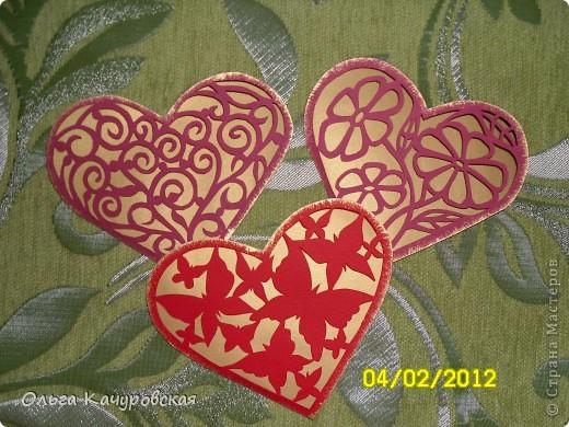 Вот и мы подготовились праздновать День всех влюбленных!!! Мастерили с дочкой открытки, украшали окна.... Результатом довольны!  фото 3