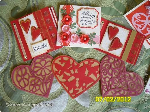 Вот и мы подготовились праздновать День всех влюбленных!!! Мастерили с дочкой открытки, украшали окна.... Результатом довольны!  фото 1