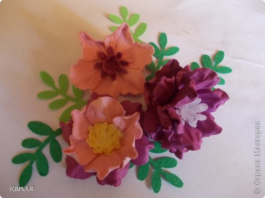 У меня была проблема, не могла купить цветы для скрапа, перелопатила кучу информации, и вот результат перед вами: я их сделала. Теперь хочу поделиться опытом. На авторство не претендую.  фото 1