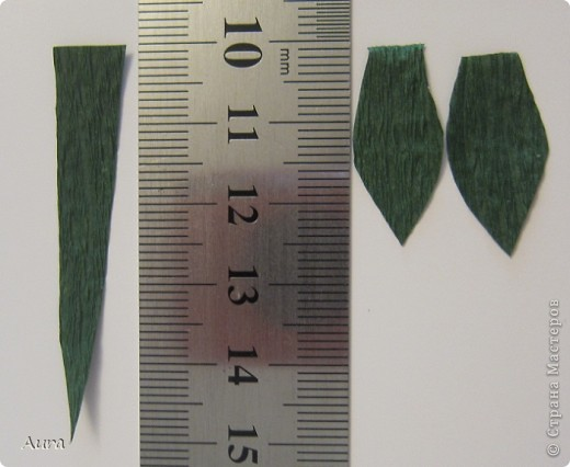 Обещала сделать МК лаванды из этого букета http://stranamasterov.ru/node/311160.  Пожалуйте!!! Итак, материалы: проволока ок. 20 см, цв. картон 2-х оттенков фиолетового плотностью 160-180г/см, зеленая гофра (у меня – флористическая), дырокол 1,7 см.  фото 9