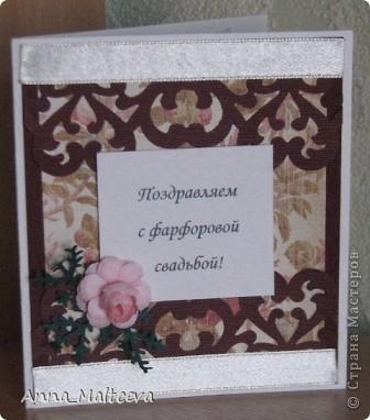 Привет! У моих родителей в этом году юбилей свадьбы - 20 лет - Фарфоровая свадьба! Ну не могла же я оставить их без подарка! Набор состоит из коробочки для диска и открыточки. Это коробочка для диска(часть подарка была оцифровка кассеты с их свадьбой и запись на диск). Закрывается на магнитик. фото 4