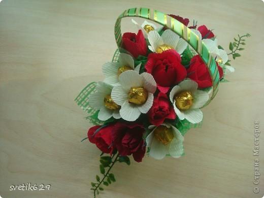 Вот такие цветочки можно сделать из маленьких обрезков . У меня за год накопилось весьма большая коллекция всяких кусочков я как плюшкина ,а вдруг пригодится пригодилось))) фото 11