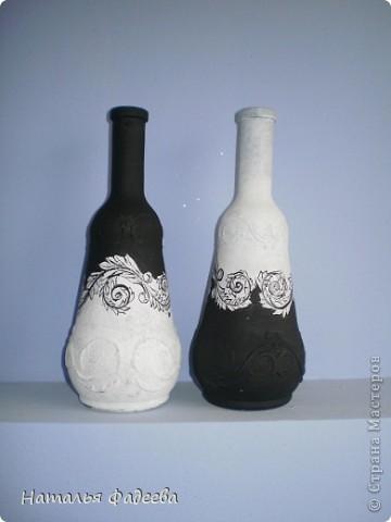 Ну вот и я не удержалась и сделала свои бутылочки-графинчики в черно-белой гамме. Спасибо Елене КЗ, за ее замечательный МК.