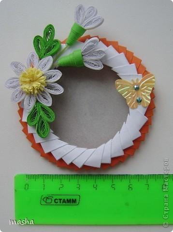 Вот такие рамочки-магнитики я приготовила своим коллегам по работе к празднику 8 Марта. Украсила простенькими цветочками, ну думаю понравиться. фото 4