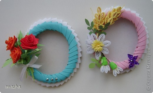 Вот такие рамочки-магнитики я приготовила своим коллегам по работе к празднику 8 Марта. Украсила простенькими цветочками, ну думаю понравиться. фото 2