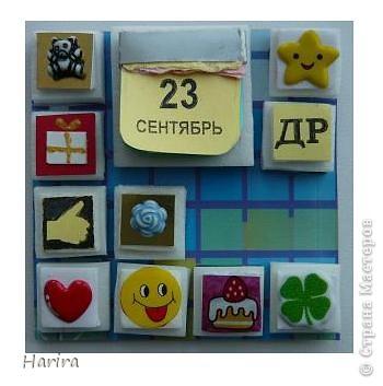 С этой работой я участвую в задании «Shadow-box 1 – Календарь», которое было объявлено Челендж-блогом  «Little fun». Узнать, что такое шэдоу-бокс можно здесь: http://littlefun-by-d.blogspot.com/   Проще говоря, по-русски  Shadow-box – значит витрина. У каждой витрины есть своя тема. Заполняется она памятными вещами, фотографиями, украшениями. Все это вставляется в рамку, разделенную на отдельные ячейки, и закрывается стеклом. Для первого задания нужно было сделать миниатюрный календарь, где выделялось бы какое-то важное число (день рождения, день свадьбы, период отпуска, новый год и т.д.). Тип календаря: настенный, настольный, отрывной, на месяц, на квартал и т.п. - не имеет значения. Но, самое главное, календарик должен представлять из себя законченную полноценную миниатюру. Размер миниатюры не должен превышать 7 см по большей стороне. Сказать по правде, я очень долго не решалась приступить к выполнению задания, т.к. вид работы для меня абсолютно новый. Второй момент – выбор даты – тоже поставил меня в тупик. В жизни было так много разных важных событий, что трудно остановиться на каком-то одном. Решила взять день рождения своего сына. Ну и, конечно же, сразу возникли идеи, как можно обыграть дату. В день рождения принято дарить подарки, желать удачи, счастья, любви и хорошего настроения. И, конечно же, на столе – торт со свечками! И вот что у меня получилось: фото 3