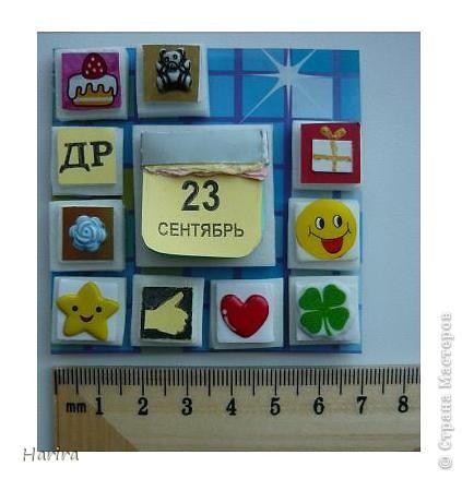 С этой работой я участвую в задании «Shadow-box 1 – Календарь», которое было объявлено Челендж-блогом  «Little fun». Узнать, что такое шэдоу-бокс можно здесь: http://littlefun-by-d.blogspot.com/   Проще говоря, по-русски  Shadow-box – значит витрина. У каждой витрины есть своя тема. Заполняется она памятными вещами, фотографиями, украшениями. Все это вставляется в рамку, разделенную на отдельные ячейки, и закрывается стеклом. Для первого задания нужно было сделать миниатюрный календарь, где выделялось бы какое-то важное число (день рождения, день свадьбы, период отпуска, новый год и т.д.). Тип календаря: настенный, настольный, отрывной, на месяц, на квартал и т.п. - не имеет значения. Но, самое главное, календарик должен представлять из себя законченную полноценную миниатюру. Размер миниатюры не должен превышать 7 см по большей стороне. Сказать по правде, я очень долго не решалась приступить к выполнению задания, т.к. вид работы для меня абсолютно новый. Второй момент – выбор даты – тоже поставил меня в тупик. В жизни было так много разных важных событий, что трудно остановиться на каком-то одном. Решила взять день рождения своего сына. Ну и, конечно же, сразу возникли идеи, как можно обыграть дату. В день рождения принято дарить подарки, желать удачи, счастья, любви и хорошего настроения. И, конечно же, на столе – торт со свечками! И вот что у меня получилось: фото 1
