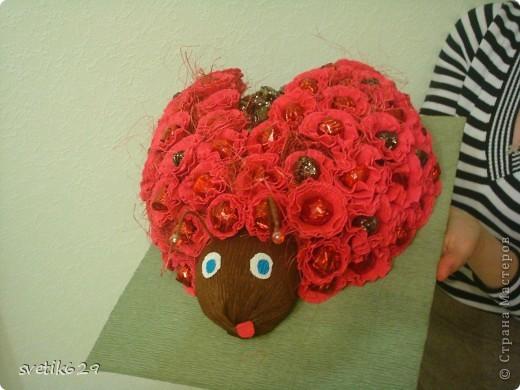 По просьбе подружки решила сделать Божью коровку . МК тут http://www.liveinternet.ru/users/lyutsiya/post175851553/  Вот правда у меня не так красиво получилось как в МК  Но для первого раза даже очень хорошо) фото 1