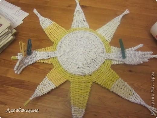 Мастер-класс Плетение Солнышко для садика Бумага газетная Трубочки бумажные фото 14