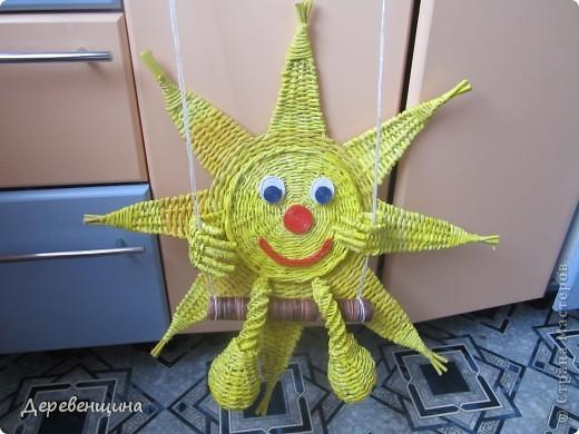 Мастер-класс Плетение Солнышко для садика Бумага газетная Трубочки бумажные фото 16