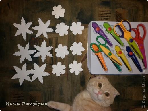 Цветочки бывают разные..... Хочу познакомить вас с результатом моего эксперимента по изготовлению цветочков с намеком на винтаж для разного использования. Можно в открытки, можно на оформление коробочек, поздравительных газет в школе и т д. фото 3