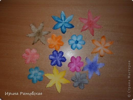 Цветочки бывают разные..... Хочу познакомить вас с результатом моего эксперимента по изготовлению цветочков с намеком на винтаж для разного использования. Можно в открытки, можно на оформление коробочек, поздравительных газет в школе и т д. фото 10