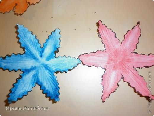 Цветочки бывают разные..... Хочу познакомить вас с результатом моего эксперимента по изготовлению цветочков с намеком на винтаж для разного использования. Можно в открытки, можно на оформление коробочек, поздравительных газет в школе и т д. фото 12