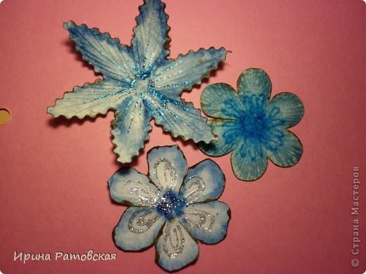 Цветочки бывают разные..... Хочу познакомить вас с результатом моего эксперимента по изготовлению цветочков с намеком на винтаж для разного использования. Можно в открытки, можно на оформление коробочек, поздравительных газет в школе и т д. фото 13
