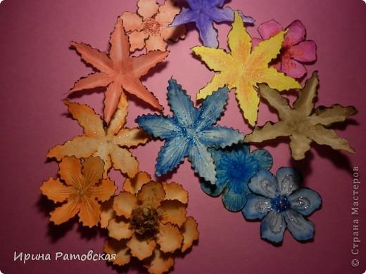 Цветочки бывают разные..... Хочу познакомить вас с результатом моего эксперимента по изготовлению цветочков с намеком на винтаж для разного использования. Можно в открытки, можно на оформление коробочек, поздравительных газет в школе и т д. фото 1
