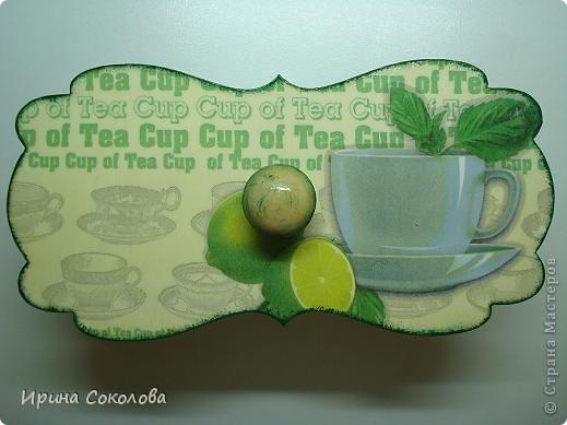 Чайная коробка задекорирована в технике декупаж. В работе использовала два види салфеток. фото 2