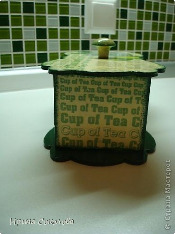 Чайная коробка задекорирована в технике декупаж. В работе использовала два види салфеток. фото 4