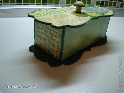Чайная коробка задекорирована в технике декупаж. В работе использовала два види салфеток. фото 5
