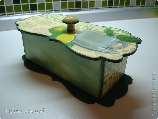 Чайная коробка задекорирована в технике декупаж. В работе использовала два види салфеток. фото 6