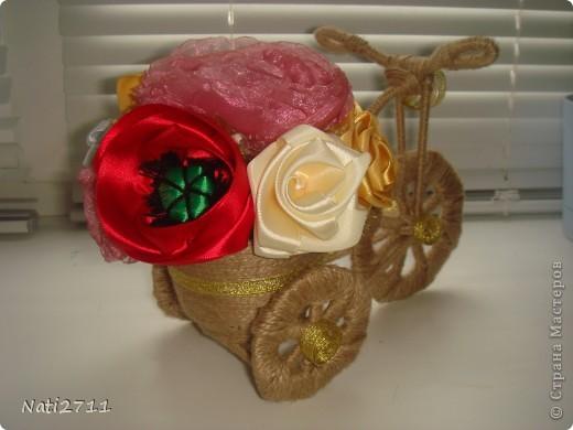 Давно заглядывалась на такие велосипедики. Вот и решила по поводу 8 Марта смастерить цветочный велосипед для любимой бабушки фото 8