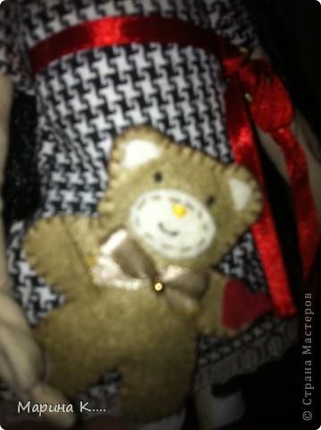 """Захотелось мне сшить куколку по мотивам Сьюзан Вулкотт. Шила ее для дочки и, поскольку она была моей заказчицей, лицо было изменено. )))) Дочка настоятельно попросила, чтобы у куколки были """"нормальные"""" глазки, ротик и носик. Получилось вот так.... В руках у куколки мишка из фетра. фото 4"""