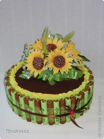 Вот такой торт-шкатулка с подсолнухами заказали. Сделала. Цветы по МК от ЕМ. Спасибо за опыт и подсказки. фото 4