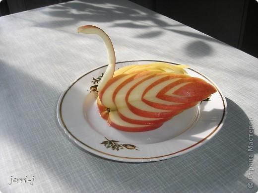 Фигурка из яблока фото 1