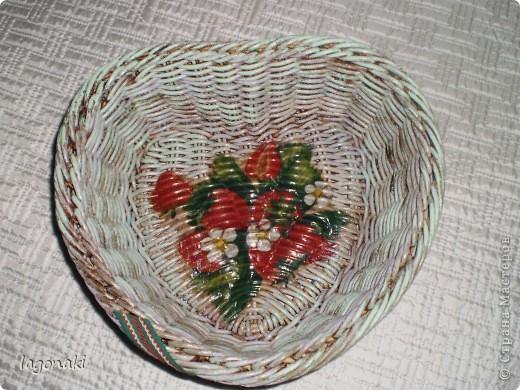 Вот оформила плетеночку(купила)Попробовала разными красками.Как-будто ее красили много раз,а затем она потерлась и стала проглядывать краска. фото 1