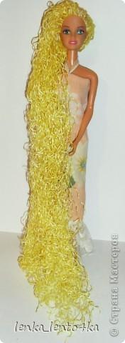 Вот такую прическу за вечер мы с дочей соорудили нашей кукле.Я делала волосы из веревки,а она раскрасила их краской. фото 1