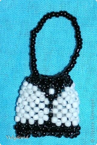 Чёрно-белая сумочка из бисера фото 1