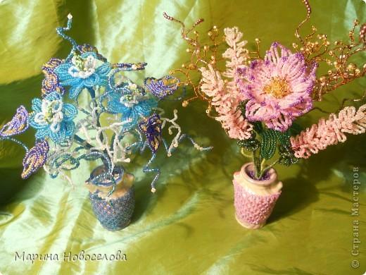 Летом купила дешевые керамические вазочки разных цветов. В конце зимы наконец-то нашла им применение. Сделала 4 цветочные композиции по цвету гармонирующих с вазочкой. фото 6