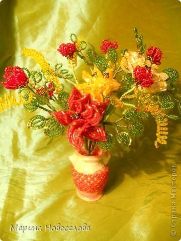 Летом купила дешевые керамические вазочки разных цветов. В конце зимы наконец-то нашла им применение. Сделала 4 цветочные композиции по цвету гармонирующих с вазочкой. фото 7
