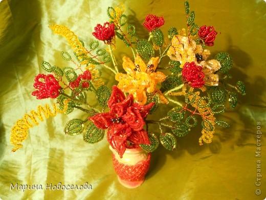 Летом купила дешевые керамические вазочки разных цветов. В конце зимы наконец-то нашла им применение. Сделала 4 цветочные композиции по цвету гармонирующих с вазочкой. фото 8