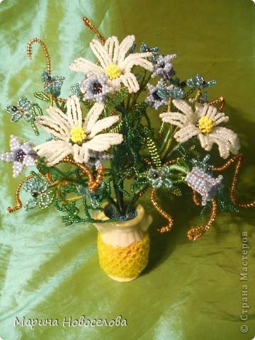 Летом купила дешевые керамические вазочки разных цветов. В конце зимы наконец-то нашла им применение. Сделала 4 цветочные композиции по цвету гармонирующих с вазочкой. фото 9