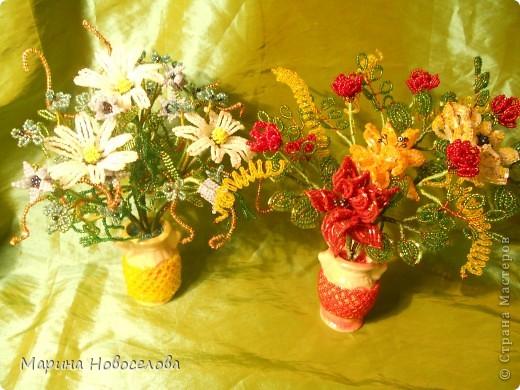 Летом купила дешевые керамические вазочки разных цветов. В конце зимы наконец-то нашла им применение. Сделала 4 цветочные композиции по цвету гармонирующих с вазочкой. фото 10