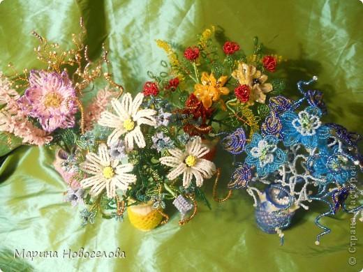 Летом купила дешевые керамические вазочки разных цветов. В конце зимы наконец-то нашла им применение. Сделала 4 цветочные композиции по цвету гармонирующих с вазочкой. фото 1