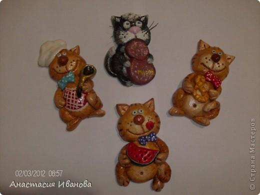 Всем доброе время суток! Предлагаю вашему вниманию мои магнитики :) Рыжих котят подсмотрела у Ольги Грига, а черненького по открытке, которую нашла на страничке Самурайчика. фото 1