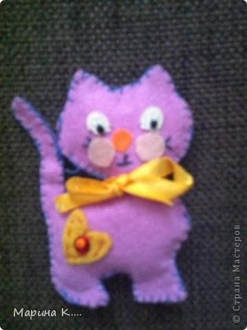 вот такие подарочки  пошила на 8 марта для подружек дочки. Картинки девочек и кошечек на сердечках по мотивам художницы Миас. Остальное - нашла на разных сайтах.  фото 7
