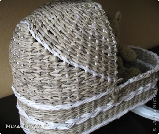 Самая необходимая вещь в доме, где есть маленькая девочка - кроватка для кукол!!! Описаний колясок в интернете море, добавлю свое. Может кому пригодится... фото 12