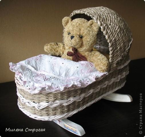 Самая необходимая вещь в доме, где есть маленькая девочка - кроватка для кукол!!! Описаний колясок в интернете море, добавлю свое. Может кому пригодится... фото 11
