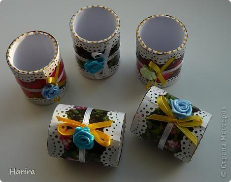 Здравствуйте, дорогие мастерицы. Вот и наступила весна, а значит скоро праздник! Спешу поделиться идеей, как быстро и красиво сделать небольшие подарки для гостей. Это - кольца для салфеток. Но здесь они используются в качестве оригинальной упаковки. фото 8