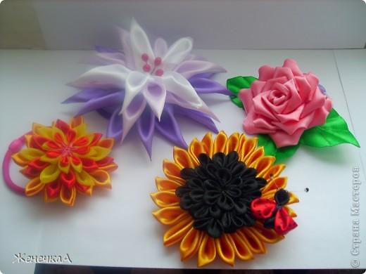 .Продолжаем заражаться цветочками...))) Все на резинках. Вот такие разные на этот раз))) Все вместе... фото 1