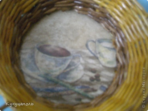 Здравствуйте дорогие мастерицы!Хочу выразить большое спасибо и низкий поклон Ксении 68 за подробный и очень доступный МК по оформлению фанерного донышка.Только я использовала в качестве донышка-панель, а оплетала как показала Ксения.Красила трубочки водной морилкой - цвет лиственница и дуб фото 4