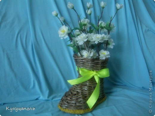 Всем привет! Вдохновилась работами наших умелых мастериц и тоже решила наплести вазочек, благо впереди у нас такой замечательный праздник!!! Вот такие у меня получились вазы для подруг к предстоящему празднику фото 6