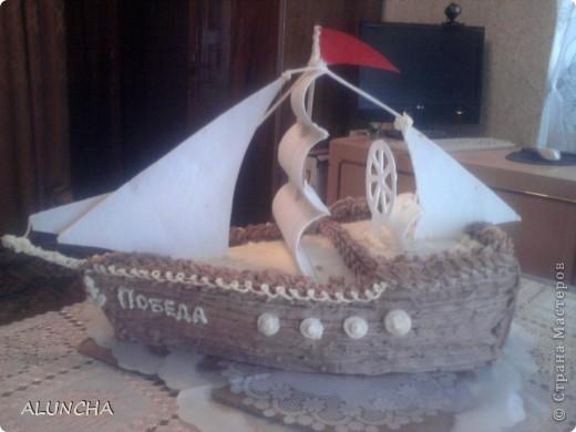 Этот торт я сделала одному мальчику,влюбленному в море.Весь корпус-это медовый тортик,а оформление из сахарной мастики. фото 3