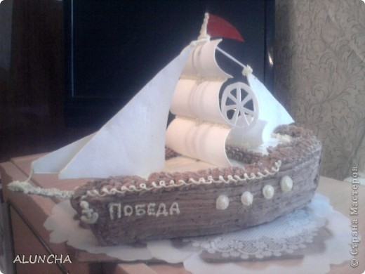 Этот торт я сделала одному мальчику,влюбленному в море.Весь корпус-это медовый тортик,а оформление из сахарной мастики. фото 2