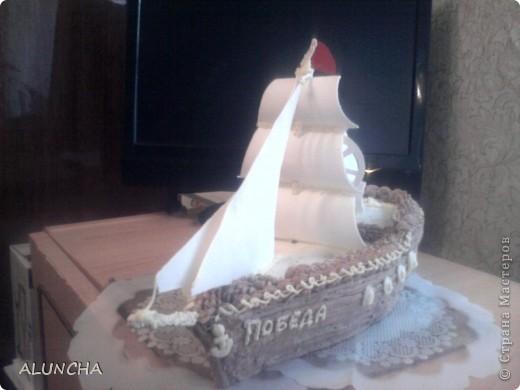 Этот торт я сделала одному мальчику,влюбленному в море.Весь корпус-это медовый тортик,а оформление из сахарной мастики. фото 5