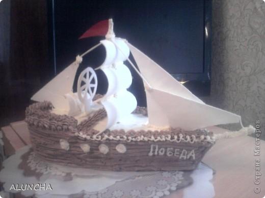 Этот торт я сделала одному мальчику,влюбленному в море.Весь корпус-это медовый тортик,а оформление из сахарной мастики. фото 1