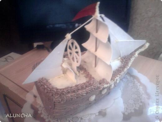 Этот торт я сделала одному мальчику,влюбленному в море.Весь корпус-это медовый тортик,а оформление из сахарной мастики. фото 4